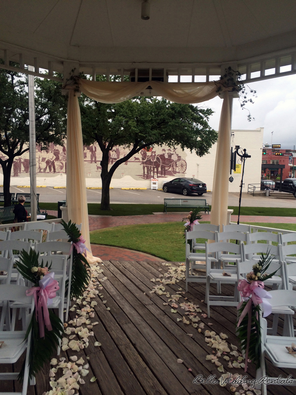grapevine town center gazebo - wedding day - 2307