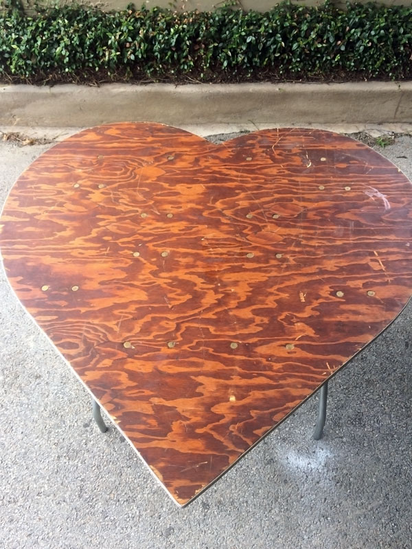 heart shaped table - wedding staging - 8185