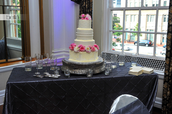wedding cake table - wedding day - 2073
