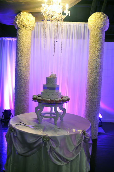 wedding cake table - wedding day - 2083