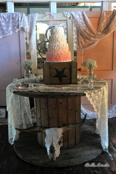 wedding cake table - wedding day - 2095